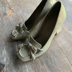 B Makowsky 💙 heels